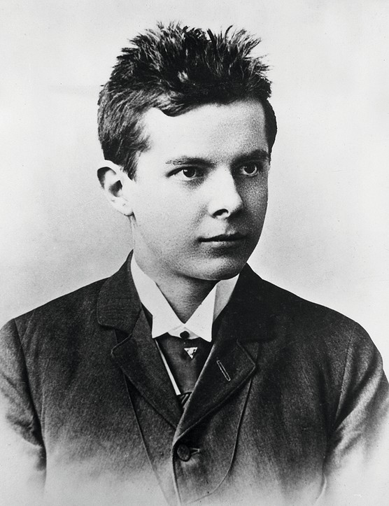 1899:  Headshot of Hungarian composer and ethnomusicologist Bela Bartok (1881 - 1945) as a young man of 18, wearing suit and tie.  (Photo by Hulton Archive/Getty Images)