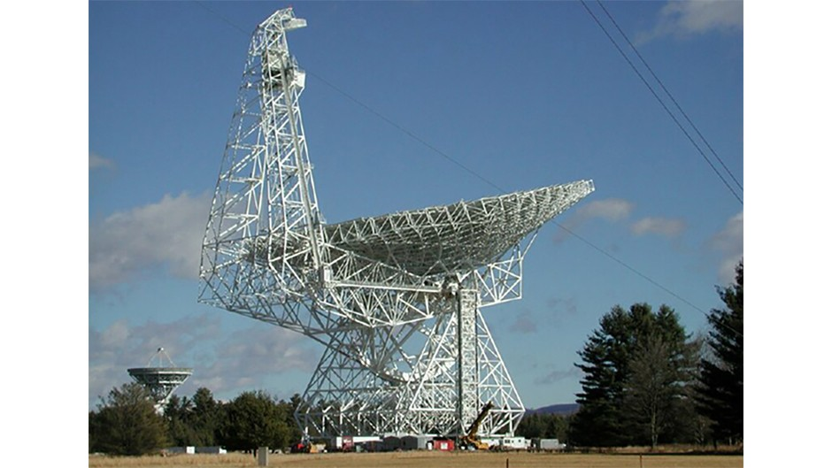 The radio telescope at Green Bank Observatory has been used under the Breakthrough Listen project. (Credit: NRAO/NSF)