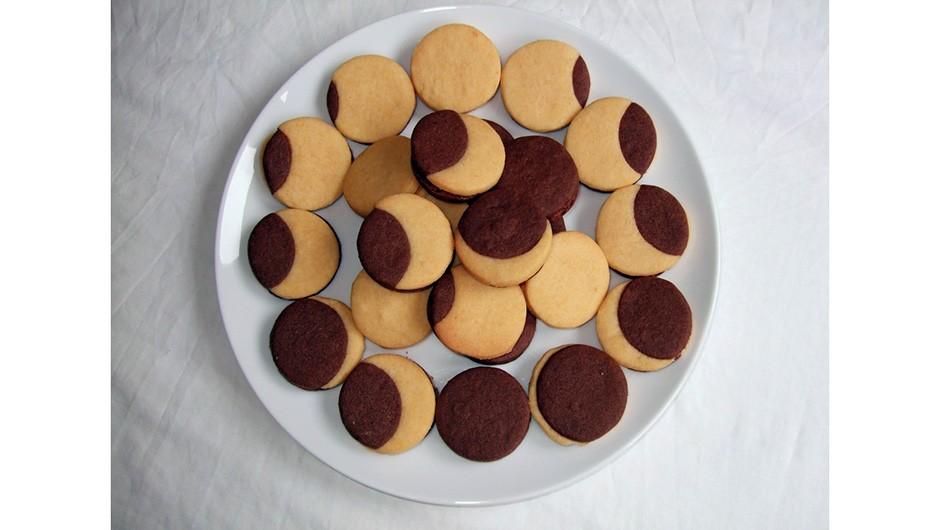 EC plate of cookies