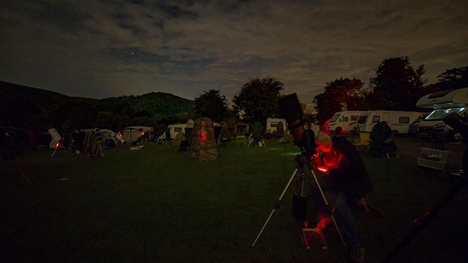 Alan Beech observes through his Celestron NexStar 8SE. Credit: Jamie Carter