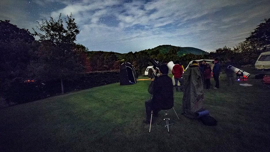 Binocular astronomy is on the menu at AstroCamp, too. Credit: Jamie Carter