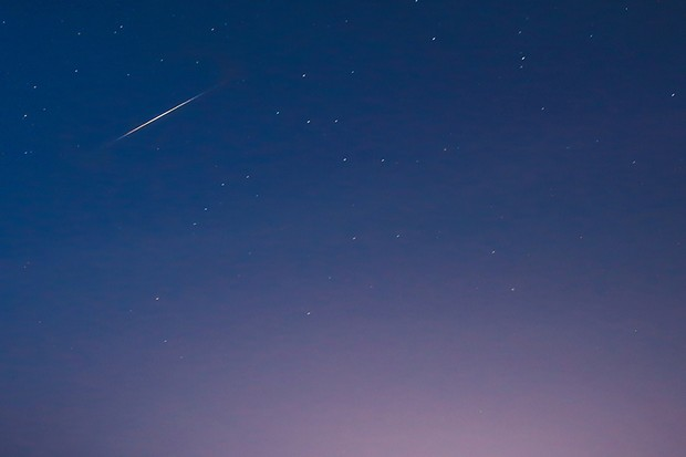 An iridium flare over Butser Hill, Hampshire. Credit: Nikki Young (@astro_niks)