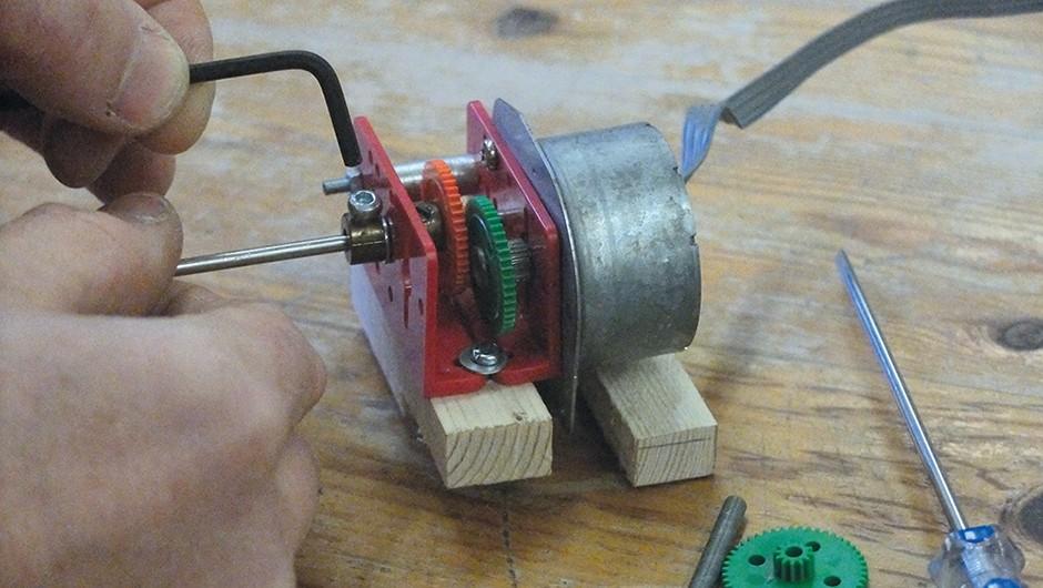 04 - Build a rotating meteor shutter