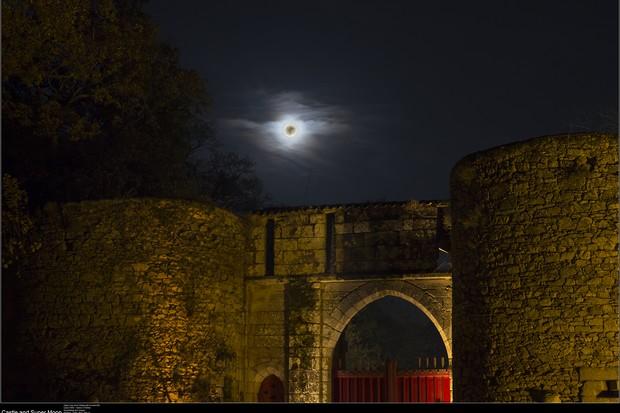 20161114_Castle-and-super-moon-c1bb7c0