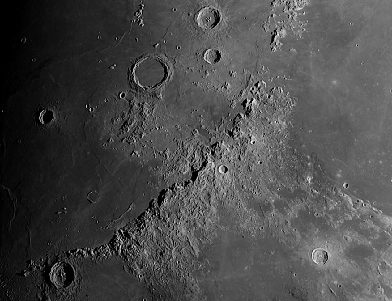Moon-190039-17-03-2016-Apennine-Mountain-Range-02f18e2
