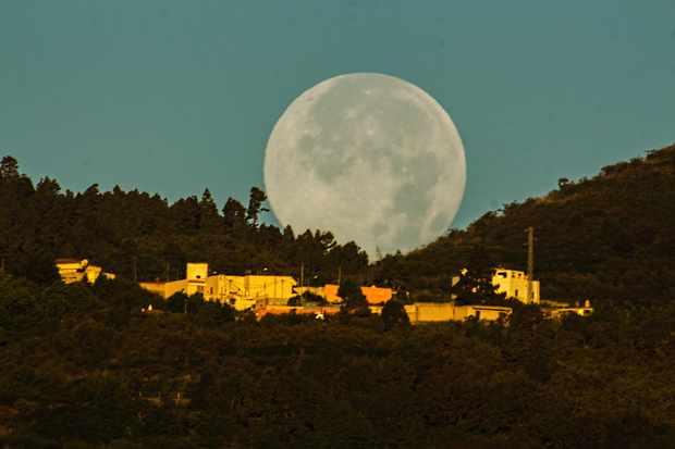 Moon-setting-2-e3b6ab9