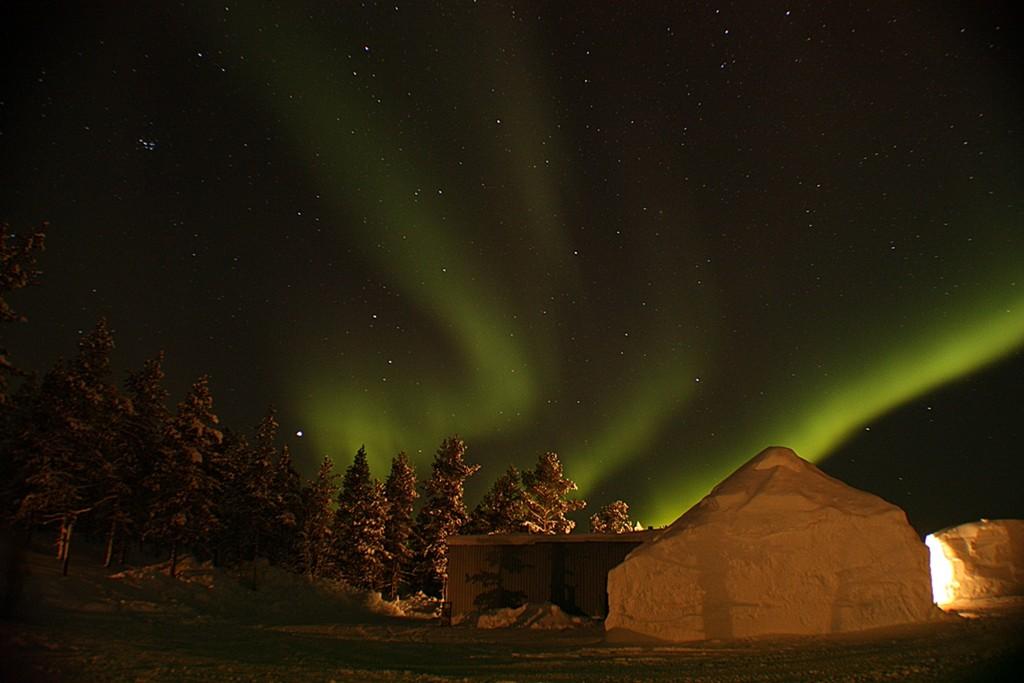 6 Hours of unexpected Aurora Neil Billingham, Finland, Kakslauttanen Glass Igloo Village. Equipment: Canon EOS 450D DSLR camera, tripod.