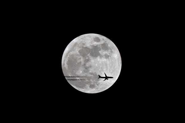 Snow-Moon-Ryanair-737-6b61e15