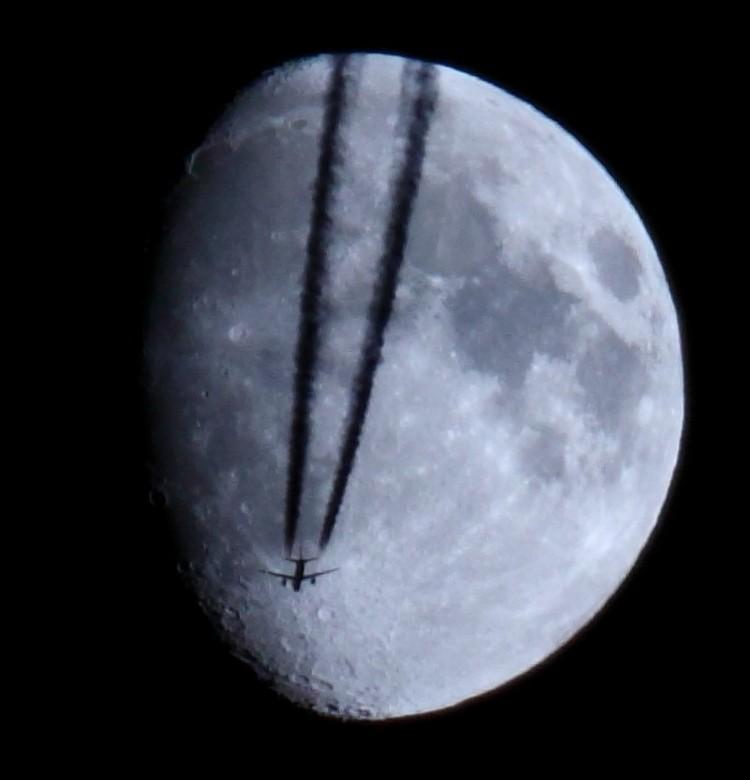 resized-moon-1-0437623