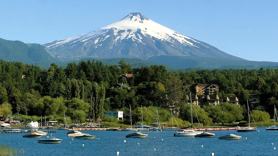 Villarrica volcano near Pucón, Chile will experience totality in 2020. Credit: Turismo Chile