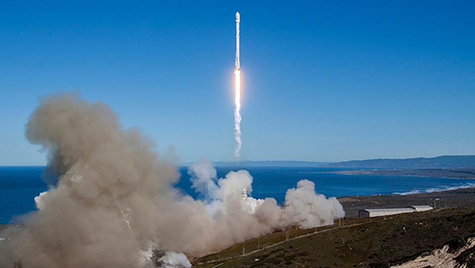 The SpaceX Falcon 9 launches from California in the US to deliver the first of the new satellites that could see Iridium flares come to an end. Credit: SpaceX