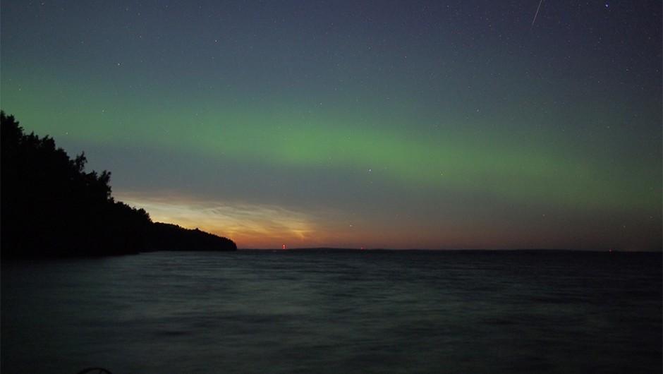 08 - Olli Reijonen - Noctilucent aurorae with a perceid