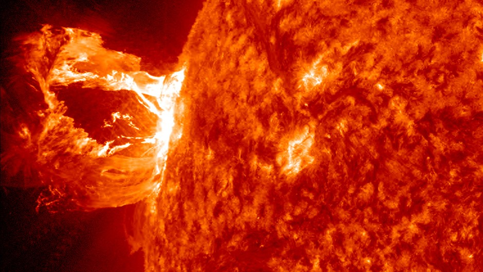 A beautiful prominence eruption producing a coronal mass ejection (CME) shot off the east limb (left side) of the sun on April 16, 2012. Image credit: NASA/Goddard Space Flight Center/SDO