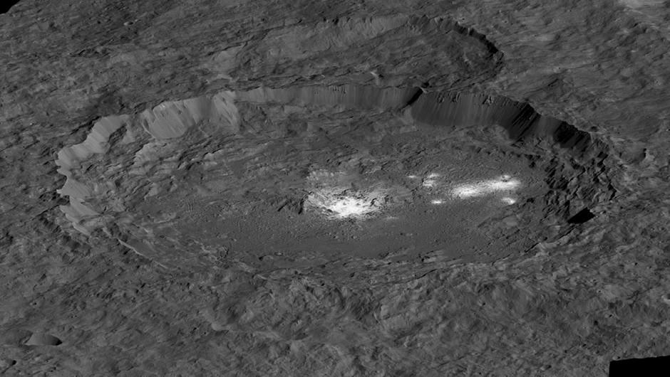 A simulated view of the Occator Crater, created using data from the Dawn mission. Some of the mysterious bright spots can be seen within the crater. Credit: NASA/JPL-Caltech/UCLA/MPS/DLR/IDA