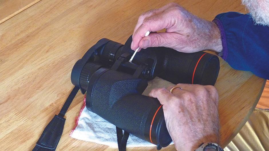 Keep-binoculars-clean01