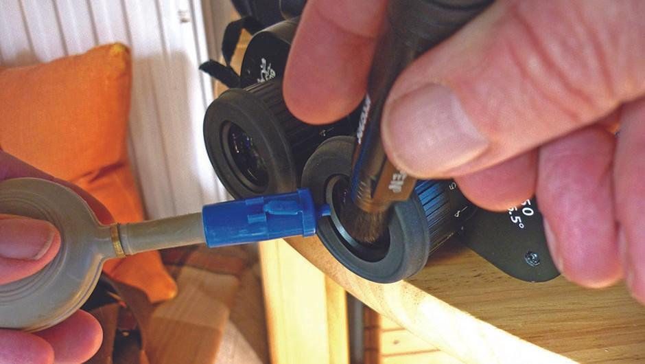 Keep-binoculars-clean02