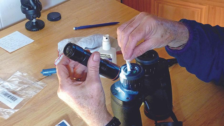 Keep-binoculars-clean04