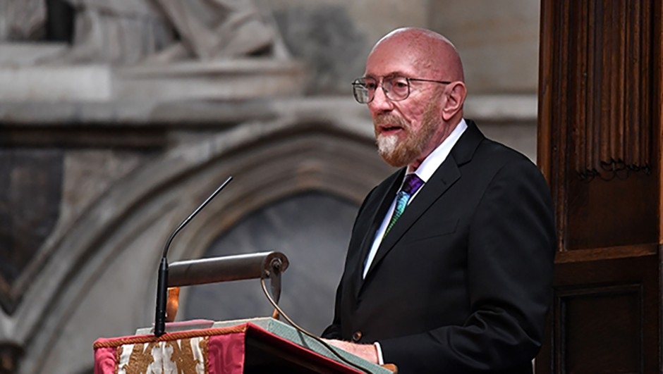 American theoretical physicist and Nobel laureate Kip Thorne addresses mourners at the memorial service. (BEN STANSALL/AFP/Getty Images)