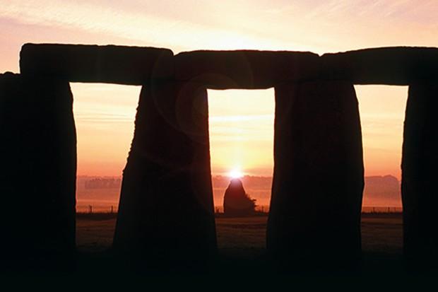 Sunrise-stonehenge-solstice