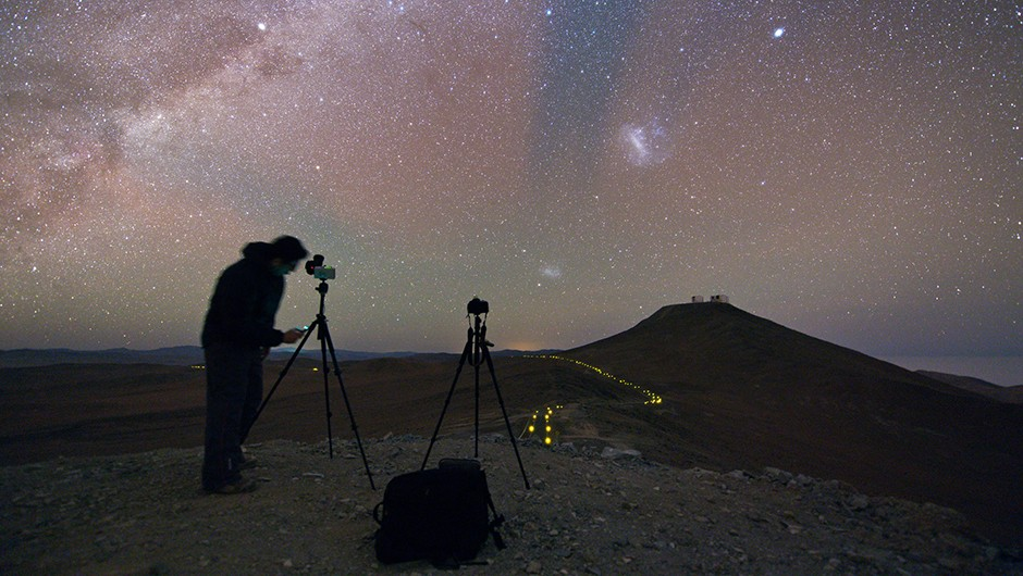 Action shot of the Ultra HD Expedition member Babak Tafreshi as he prepares his camera to capture the glittering canvas of the night sky. The red and green glow in the sky is due to airglow in the upper atmosphere. Image Credit: Babak TafreshiAction shot of the Ultra HD Expedition member Babak Tafreshi as he prepares his camera to capture the glittering canvas of the night sky. The red and green glow in the sky is due to airglow in the upper atmosphere. Image Credit: Babak Tafreshi