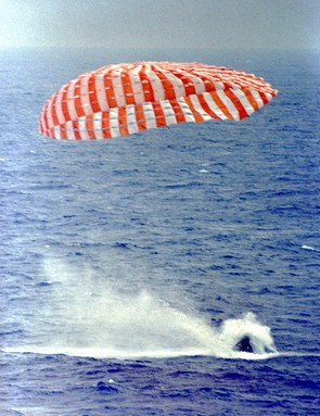 Gemini IXA lands in the Atlantic Ocean, 6 June 1966, carrying Eugene Cernan and Tom Stafford on board. (NASA)