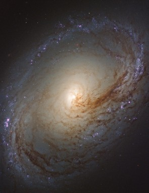 Galaxy Messier 96, Hubble Space Telescope, 17 May 2018. Credit: NASA, ESA, and the LEGUS team