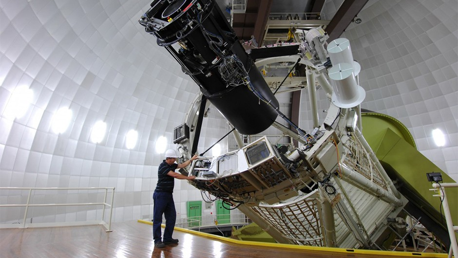 The 3.9-metre Anglo-Australian Telescope near Coonabarabran, New South Wales. The HERMES instrument on the AAT is helping astronomers split starlight. (Credit: Australian Astronomical Observatory)