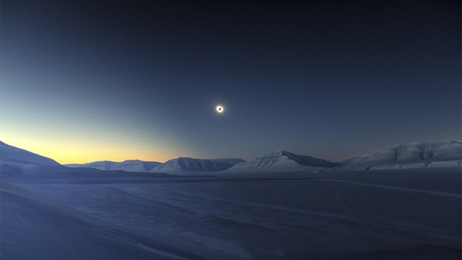 Eclipse Totality over Sassendalen by Luc Jamet_2015_Skyscapes_Winner