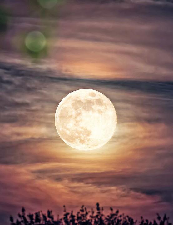 Full Moon rising Peter Sculthorpe, Liverpool, 19 April 2019 Equipment: Canon EOS 7D DSLR camera, Canon 100-400mm lens, tripod.