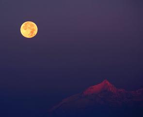 Hunters Moon over the Alps © Stefano De Rosa