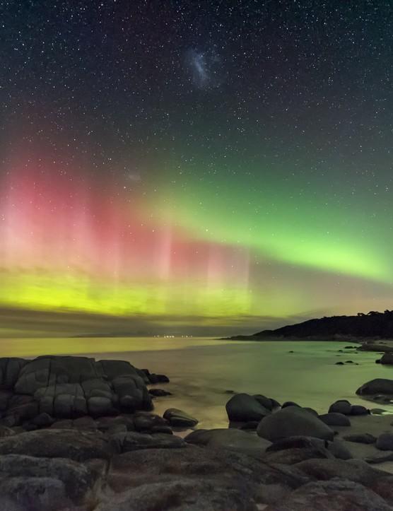 Aurora Australis from Beerbarrel Beach, James Stone, St Helens, Tasmania, Australia, 20 April 2018. Equipment: Nikon D750 camera, 15 mm f/3.2 lens.
