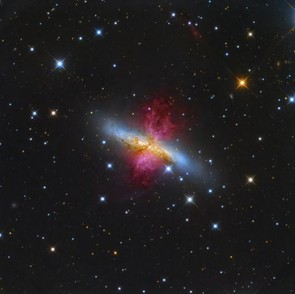 M82 Starburst Galaxy with a Superwind © Leonardo Orazi