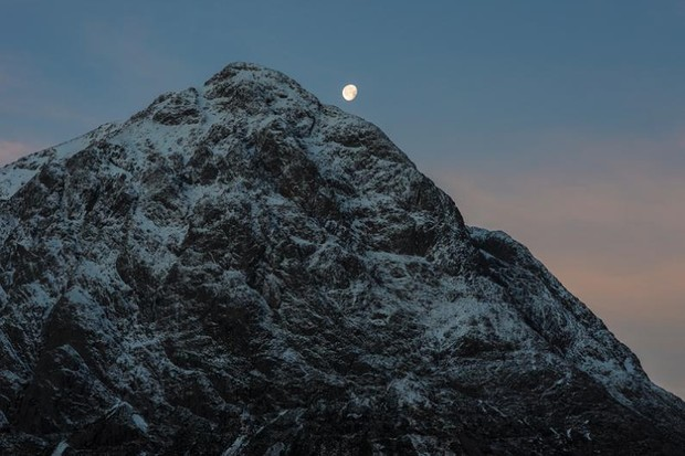 Moonset over Buachaille © David Taylor