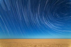Star Trails on the Beach © Sebastián Guillermaz (Argentina)
