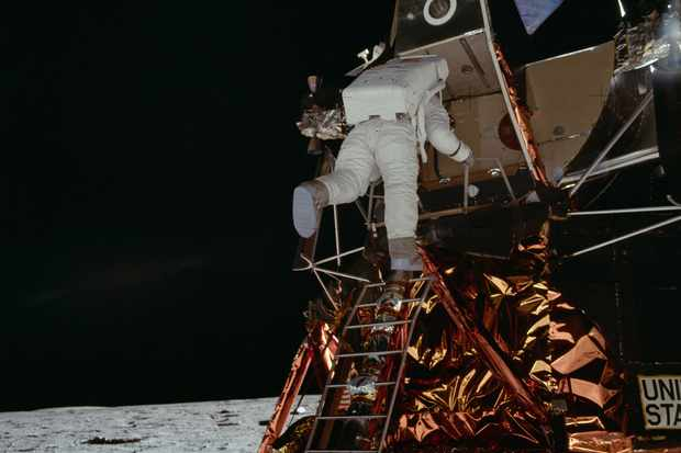 Buzz Aldrin descends the ladder of the Lunar Module to become the second human to set foot on the surface of the Moon. Credit: NASA