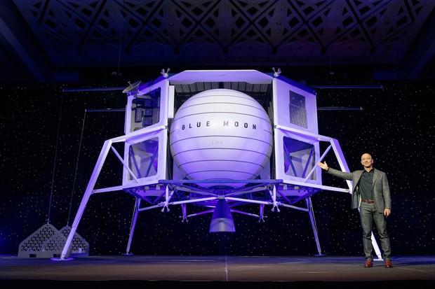 Jeff Bezos pictured with a model of Blue Origin's Blue Moon lunar lander. Credit: Blue Origin