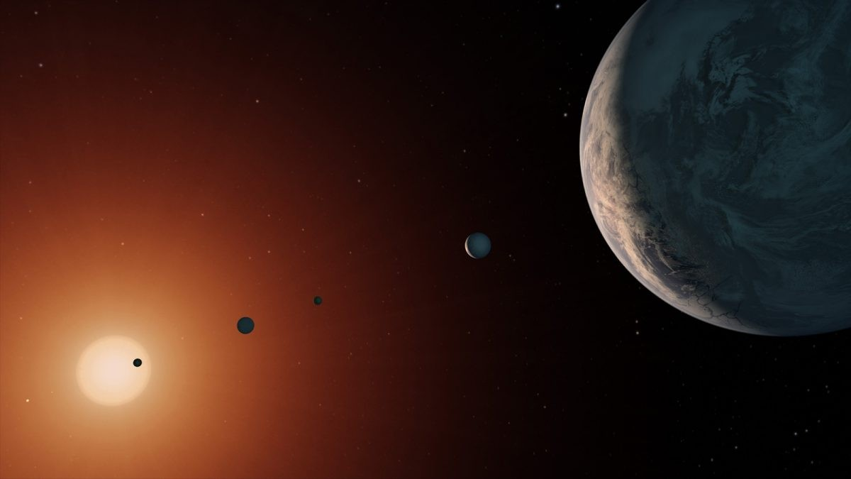 An artist's illustration of the TRAPPIST-1 system that was discovered by the Spitzer Space Telescope and the ground-based TRAPPIST telescope. Credit: NASA/JPL-Caltech