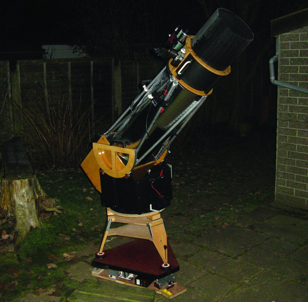 A Dobsonian mounted on an equatorial platform. Credit: Martin Lewis