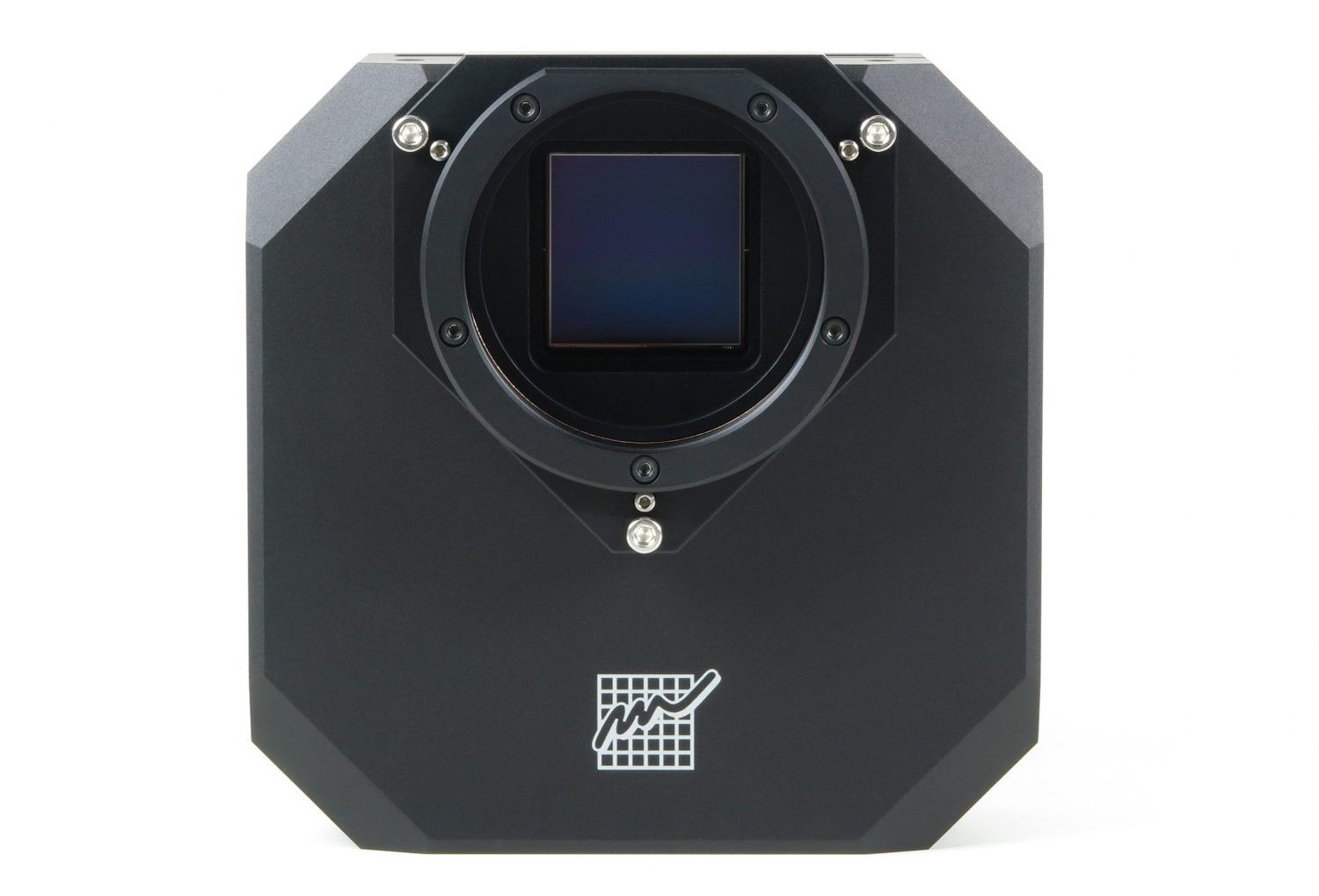 A heater mounted around the sensor window helps regulate the temperature between the cooled CCD chamber and the outside.