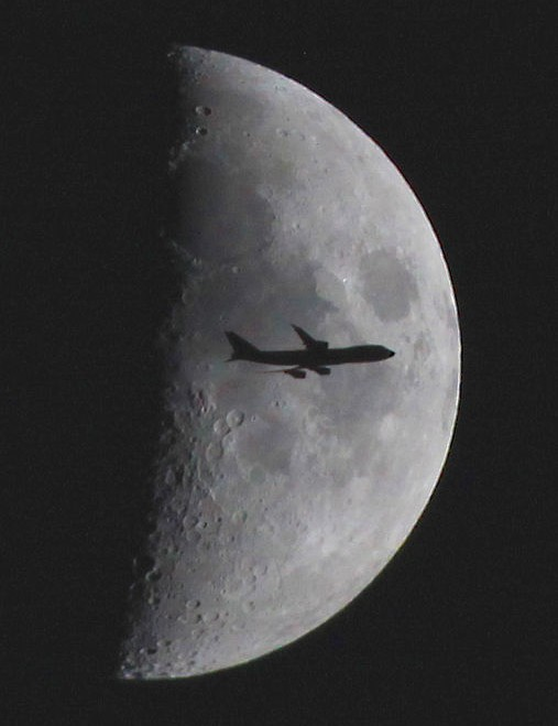 Across the Moon Paul Gavey, Guernsey, 5 September 2019 Equipment: Canon 5D MK II DSLR