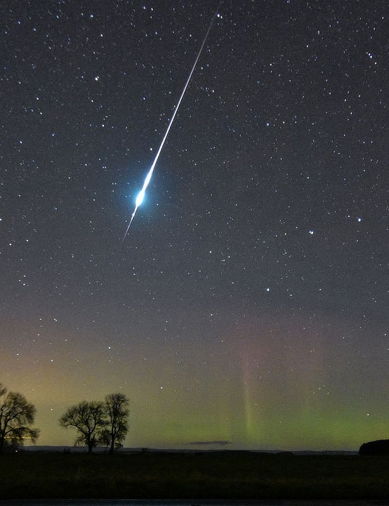 Meteor moment Julie Winn, Hexham, Northumberland, 24 October 2019. Equipment: Nikon D3400 DSLR