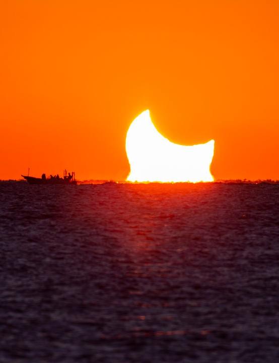 Partial solar eclipse in Iran Omid Qadrdan/Ahmad Riahi Dehkordi, Hengam Island, Iran, 26 December 2019 Equipment: Canon 6D Mark I DSLR
