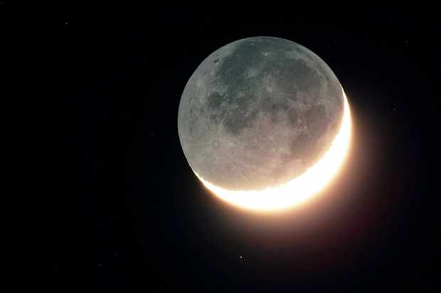 Earthshine: what it is, how to see it