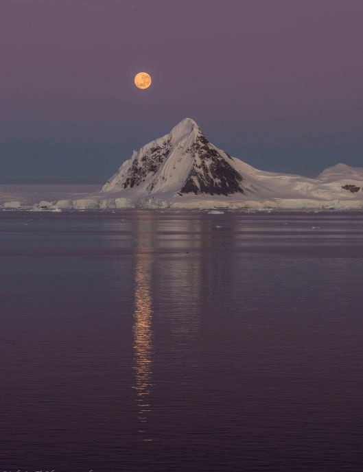 Moon mountain Melanie Thorne, The Gullet, Antarctica, 10 March 2020 Equipment: Nikon D7100 DSLR, Nikon 70–300mm lens