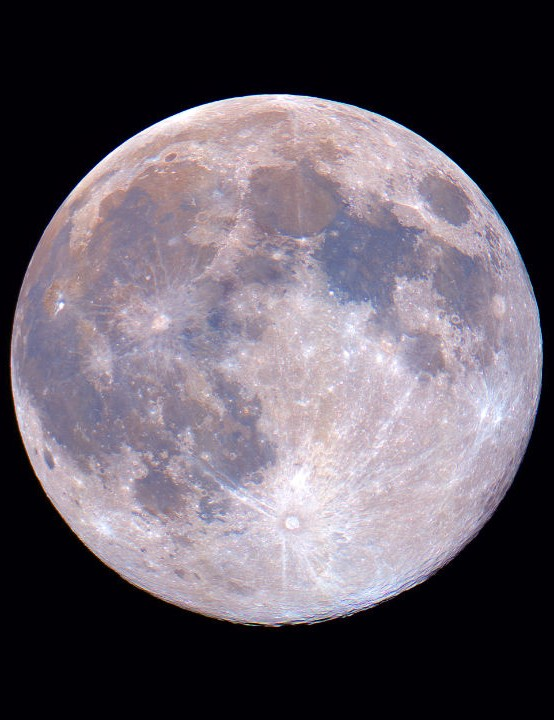 Supermoon Luis Rojas, Santiago de Chile, 7 April 2020. Equipment: Canon T6i DSLR, Explore Scientific ED102 triplet apo refactor, iOptron iEQ30 Pro mount