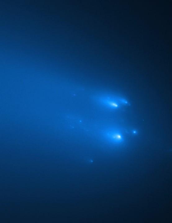 ATLAS disintegrates Hubble Space Telescope, 20 April 2020. Credit: NASA, ESA, D. Jewitt (UCLA), Q. Ye (University of Maryland)