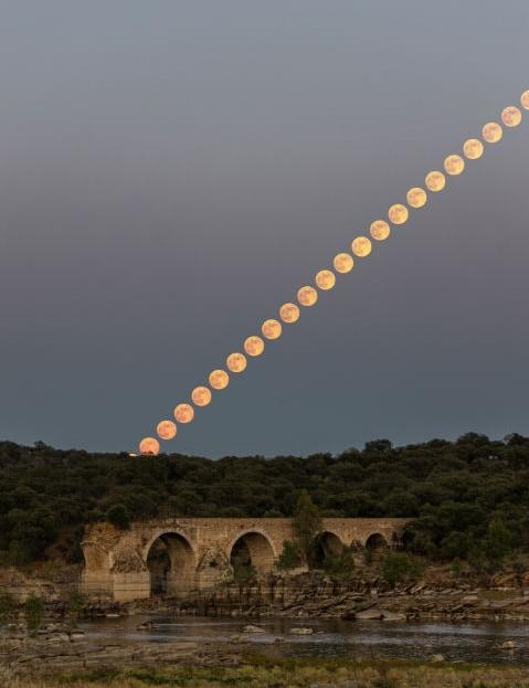 Strawberry Moon Sérgio Conceição, Elvas, Portugal, 5 June 2020 Equipment: Canon EOS R mirrorless camera, 92mm lens