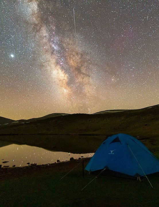 Perseid meteor shower Parisa Bajelan, Samad Gölı lake, Ardabil, Iran, 12 August 2020. Equipment: Canon 6D camera, 16–35mm Canon lens