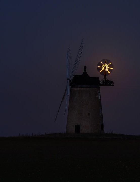 Full Snow Moon Steffen Eidem, Great Haseley Windmill, Oxford, 27 February 2021 Equipment: Canon EOS R mirrorless camera, Canon EF 70–200mm lens, tripod