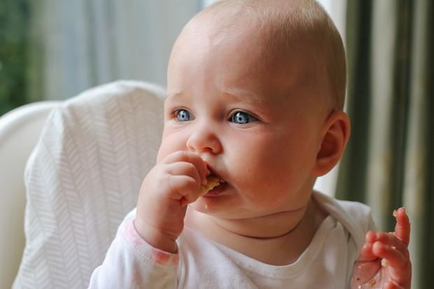 teething baby weaning